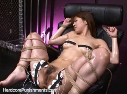 BDSM Video and Photos Of The Day – Slave Mia